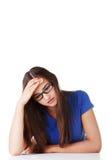 A mulher triste nova, tem o problema ou a depressão grande Foto de Stock