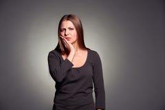 A mulher triste tem um toothache Imagem de Stock Royalty Free