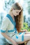 Mulher ucraniana bonita fotografia de stock royalty free