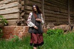 Mulher ucraniana no verão fora imagens de stock royalty free