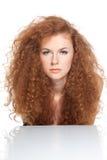 Mulher vermelha bonita do cabelo Fotografia de Stock