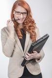 Mulher vermelha feliz profissional do cabelo Fotografia de Stock Royalty Free