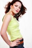 Mulher vermelha 'sexy' bonita nova na sarja de Nimes imagem de stock royalty free