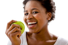 Mulheres africanas bonitas que comem uma maçã Fotos de Stock