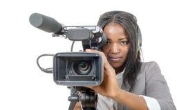 Mulheres afro-americanos novas com câmara de vídeo profissional e Imagens de Stock Royalty Free