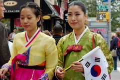 Mulheres americanas coreanas no traje tradicional Fotografia de Stock