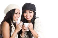 Mulheres asiáticas que bebem o café Imagem de Stock