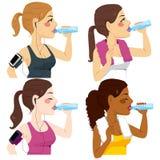 Mulheres bebendo do esporte ilustração stock