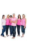 Mulheres bonitas entusiásticas que levantam para o câncer da mama Imagens de Stock Royalty Free
