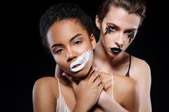 Mulheres bonitas lindos que trabalham no editorial da forma Imagem de Stock Royalty Free