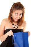 Mulheres bonitas surpreendidas com saco de papel Fotografia de Stock