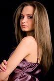 Mulheres com cabelo longo no fundo preto Fotos de Stock