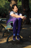 Mulheres com cadeira Fotos de Stock Royalty Free