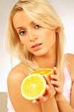 Mulheres com frutas Foto de Stock Royalty Free