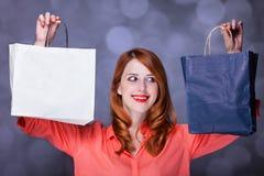 Mulheres com sacos ensopados. imagens de stock royalty free
