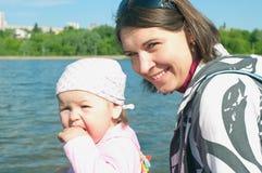 Mulheres com uma criança pequena Foto de Stock