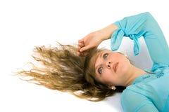 Mulheres consideravelmente novas no azul Imagem de Stock