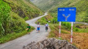 Mulheres da minoria nas montanhas de Vietname fotos de stock