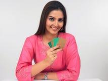 Mulheres de Asain com cartões de crédito Imagem de Stock Royalty Free