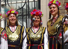 Mulheres de canto búlgaras trio Imagens de Stock Royalty Free