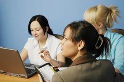 Mulheres de funcionamento Fotos de Stock Royalty Free