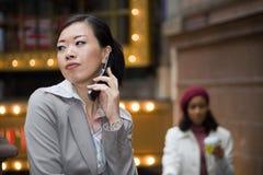 Mulheres de negócio da cidade fotografia de stock royalty free