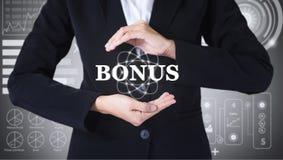 Mulheres de negócio que guardam cargos no bônus imagem de stock royalty free