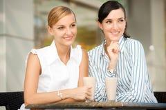 Mulheres de negócios com café fotografia de stock royalty free