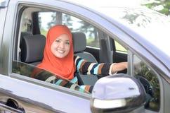 Mulheres de negócios muçulmanas novas bonitas Fotos de Stock Royalty Free