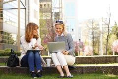 Mulheres de negócios no trabalho Imagens de Stock