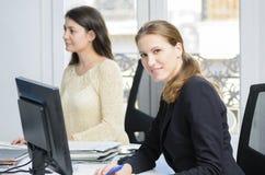 Mulheres de negócios novas Fotos de Stock Royalty Free