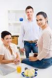 Mulheres de negócios que chamam o telefone fotos de stock royalty free