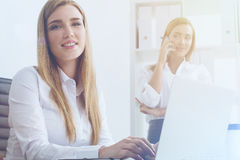 Mulheres de negócios no escritório Imagens de Stock