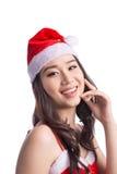Mulheres de Santa com sacos A beleza Girl modelo asiático em Santa Hat isolou o Fotografia de Stock Royalty Free