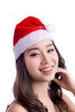 Mulheres de Santa com sacos A beleza Girl modelo asiático em Santa Hat isolou o Fotos de Stock