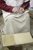 Mulheres de tecelagem do trigo Foto de Stock