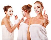 Mulheres do grupo com máscara facial. imagem de stock royalty free
