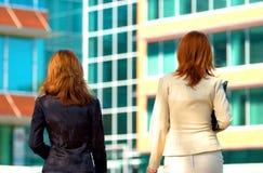 Mulheres do terreno do negócio foto de stock royalty free