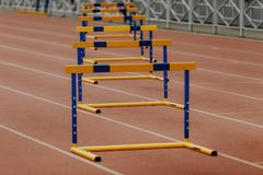mulheres dos obstáculos de 400 medidores Foto de Stock