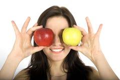 Mulheres e maçãs dos sorrisos foto de stock