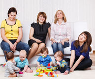 Mulheres e miúdos imagem de stock royalty free