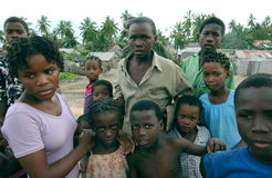 Mulheres e miúdos no mosambique Imagem de Stock