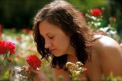 Mulheres e uma rosa fotografia de stock royalty free