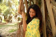 Mulheres em árvores do ficus Fotos de Stock Royalty Free