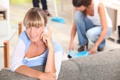 Mulheres em casa Fotos de Stock Royalty Free