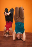 Mulheres em Headstands Foto de Stock Royalty Free