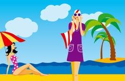 Mulheres em uma praia Fotografia de Stock Royalty Free