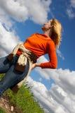 Mulheres, estrada e nuvens. Imagem de Stock