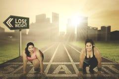 Mulheres excessos de peso prontos para ser executado junto Fotografia de Stock