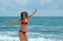 Mulheres felizes com as mãos levantadas Imagens de Stock